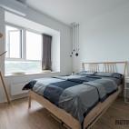 宽敞明亮的简约卧室设计