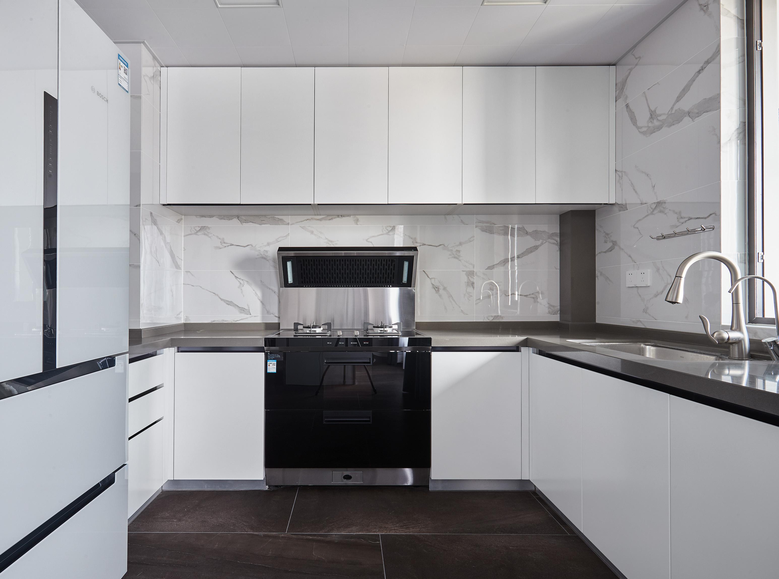 优美144平现代四居厨房图片大全餐厅现代简约厨房设计图片赏析