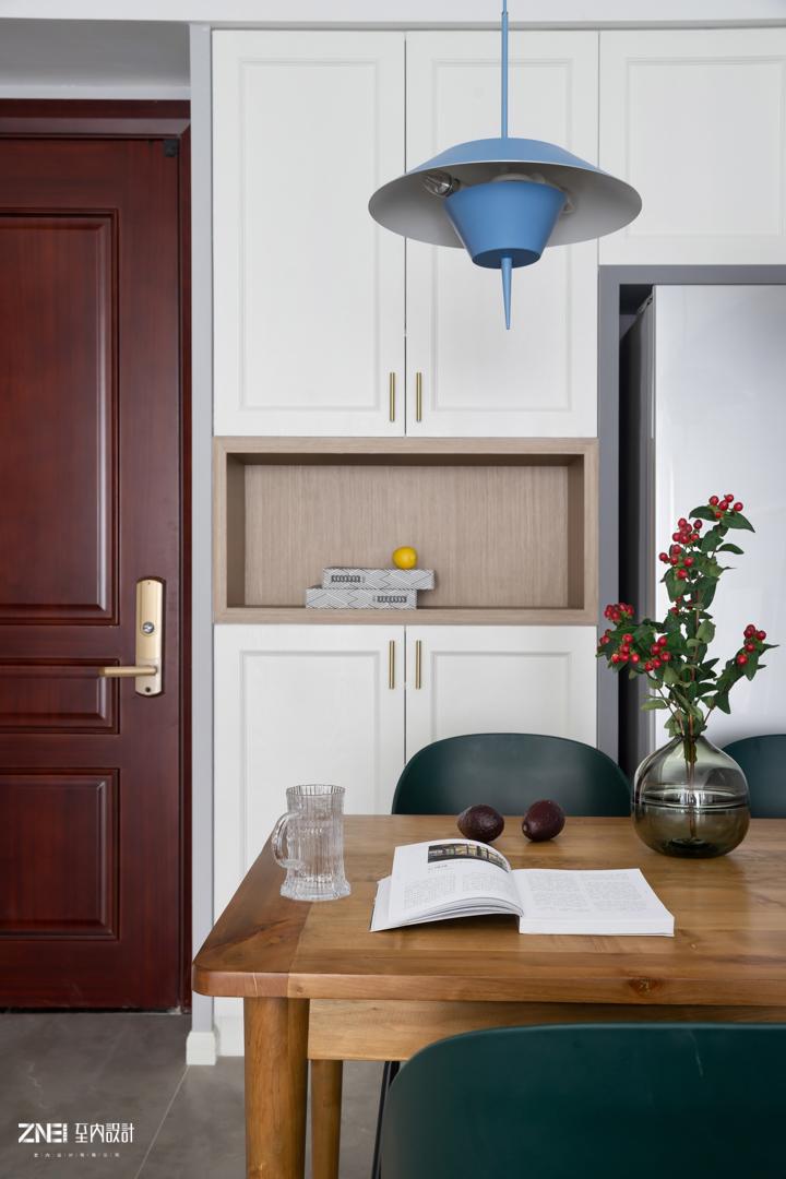 轻奢80平混搭三居餐厅装修效果图厨房门潮流混搭餐厅设计图片赏析