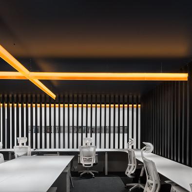 一条橙光,穿过空间,完成设计