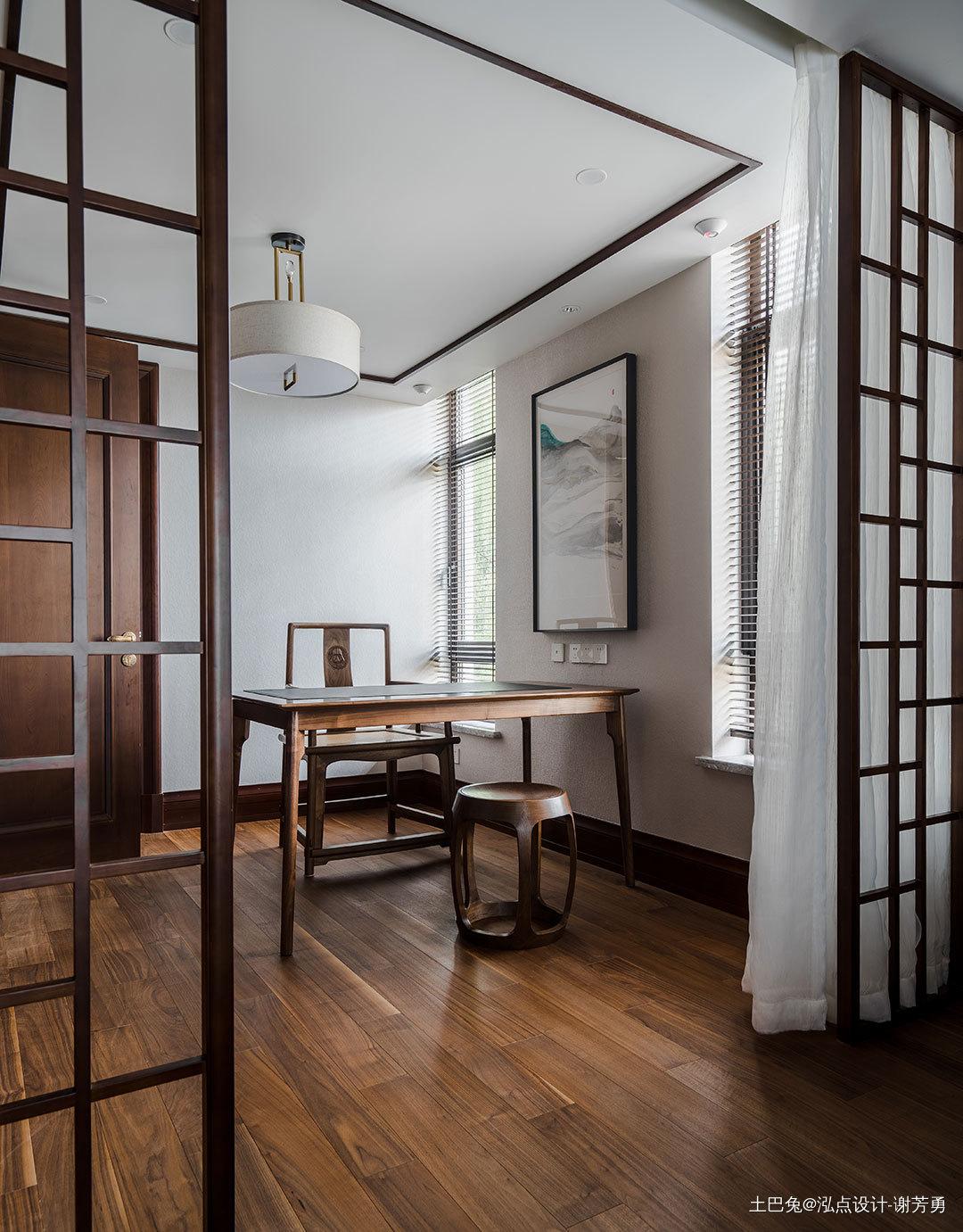 优雅750平中式别墅书房实拍图功能区木地板中式现代功能区设计图片赏析