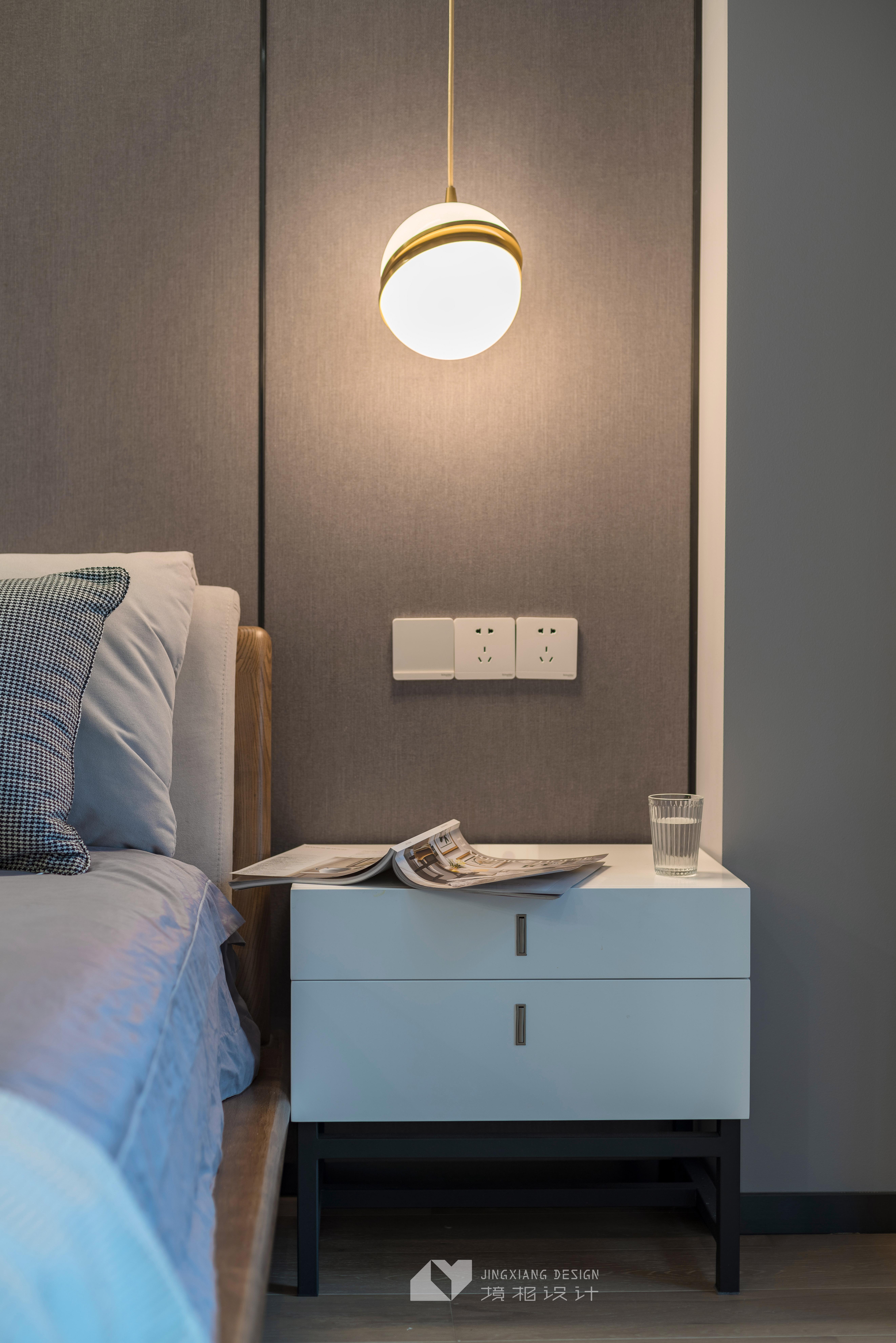 静谧现代卧室吊灯图片卧室