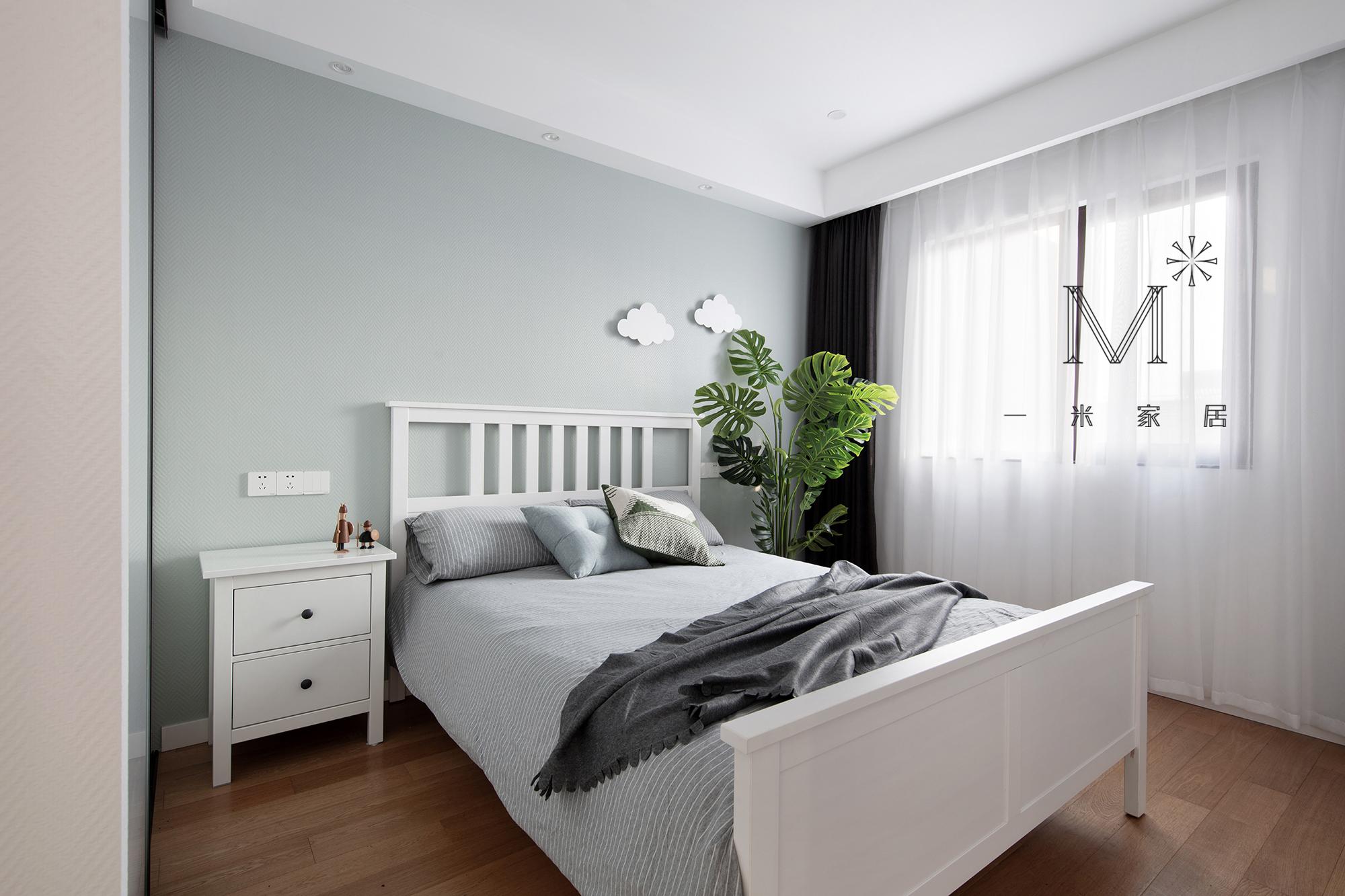 简洁101平宜家三居装饰美图卧室窗帘2图现代简约卧室设计图片赏析