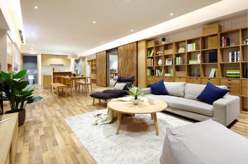 明亮149平日式三居客厅布置图客厅窗帘121-150m²三居日式家装装修案例效果图