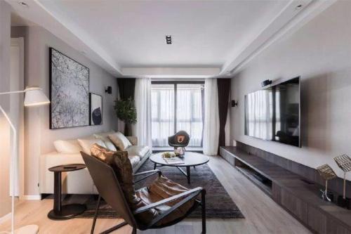 悠雅133平现代三居客厅效果图片大全客厅窗帘121-150m²三居家装装修案例效果图