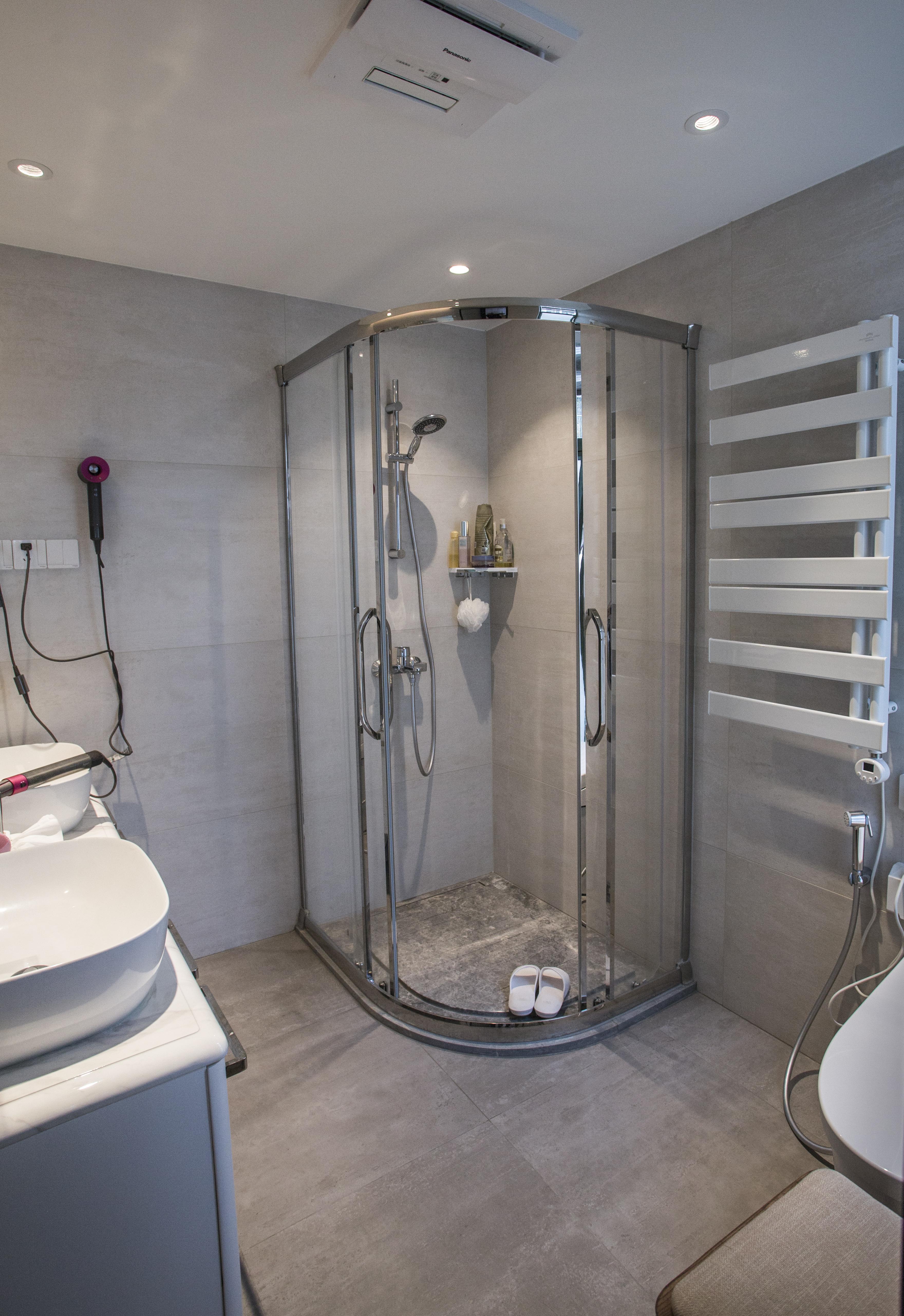 温馨80平现代三居卫生间装修图卫生间