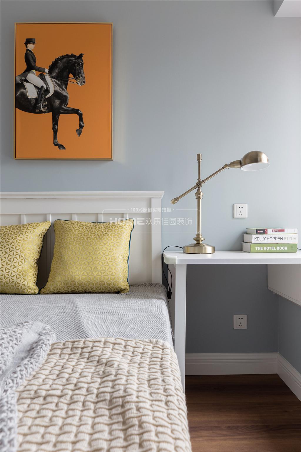 精致美式卧室床头灯图片卧室美式经典卧室设计图片赏析