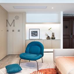 170㎡现代二居客厅实景图