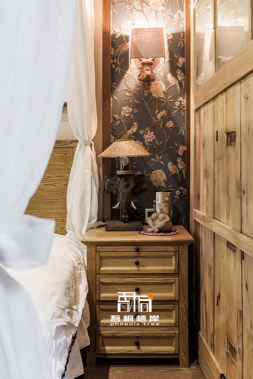 四木居别墅混搭风卧室床头柜设计卧室潮流混搭卧室设计图片赏析