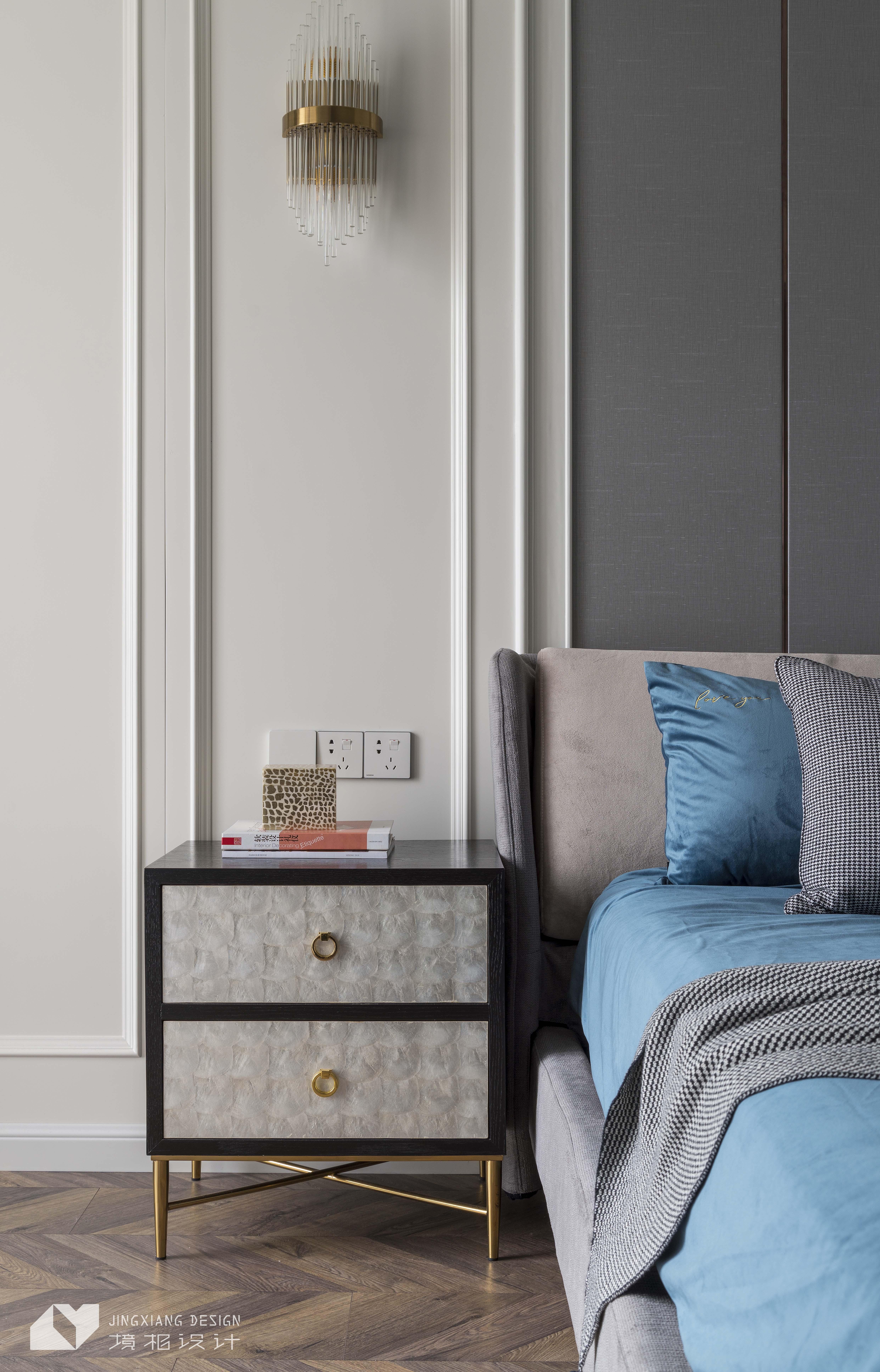 轻奢简美式卧室床头柜设计卧室美式经典卧室设计图片赏析