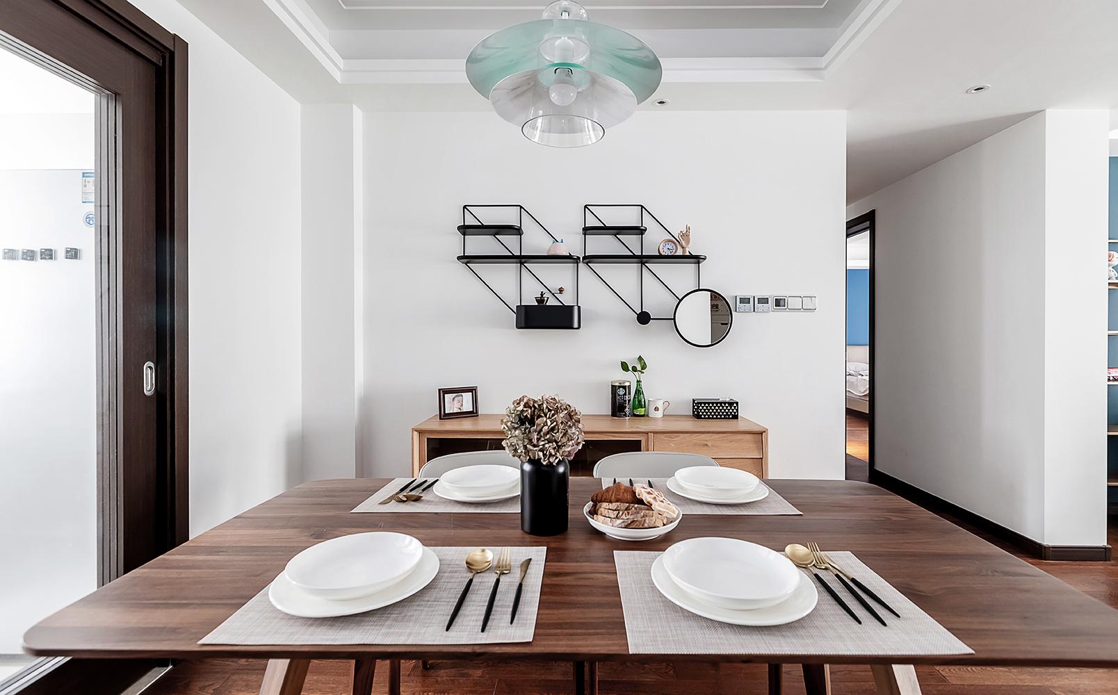 轻奢128平混搭三居餐厅装修设计图厨房板材潮流混搭餐厅设计图片赏析