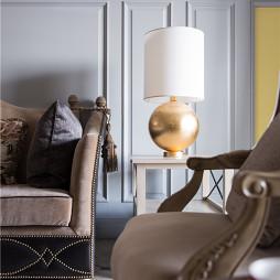 《芳华》美式三居客厅台灯图