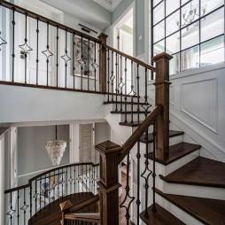 美式别墅楼梯实景图片