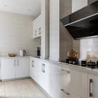 明亮简洁现代厨房设计图