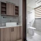 明亮简洁现代卫浴设计