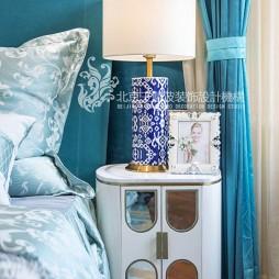 现代简约风卧室床头灯图片