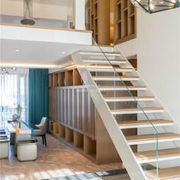 木质简约楼梯实景图