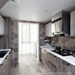 现代风格三居大厨房设计