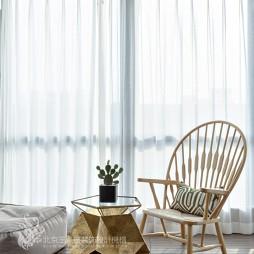 现代风格三居卧室实景图