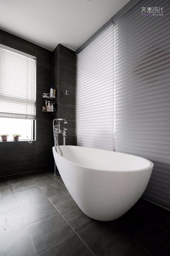 现代复古卫浴浴缸设计卫生间现代简约卫生间设计图片赏析