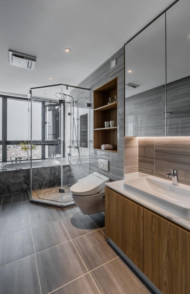 """隐形收纳:他家柜子就像""""全面屏""""卫生间1图现代简约卫生间设计图片赏析"""