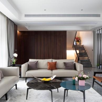 现代风格客厅茶几图