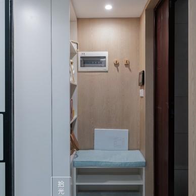 现代简约风小公寓玄关设计图