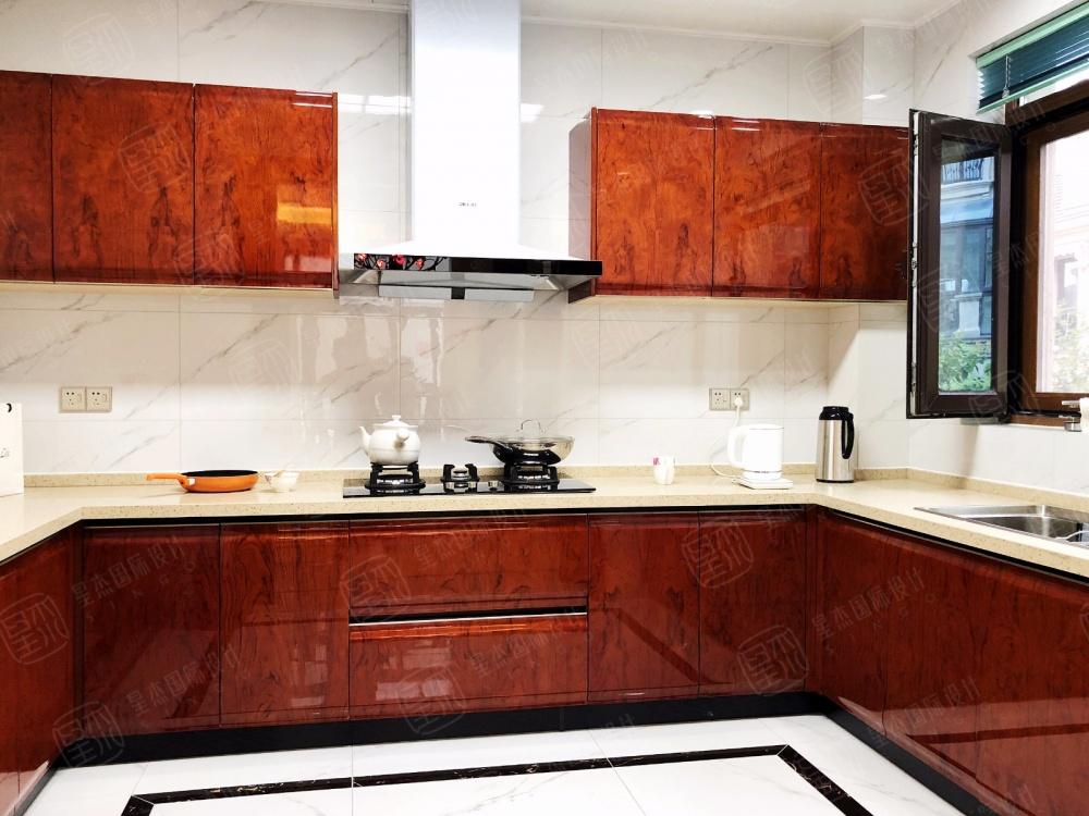 融创氿园新中式风格别墅装修餐厅橱柜中式现代厨房设计图片赏析
