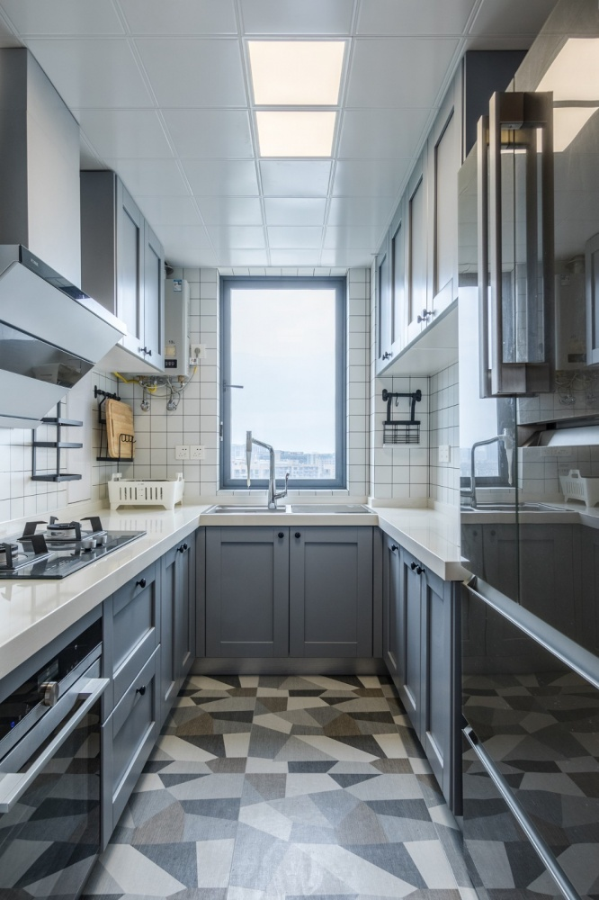 老师的家|全面墙书柜客厅+隐形门设计餐厅现代简约厨房设计图片赏析
