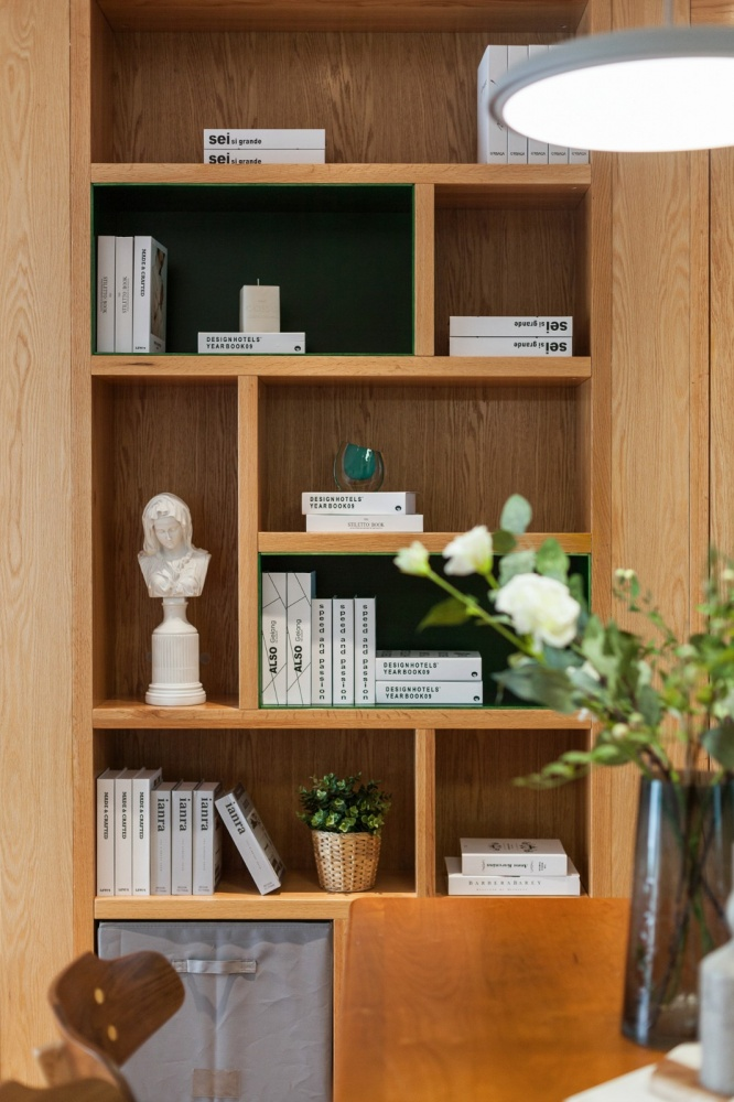 老师的家|全面墙书柜客厅+隐形门设计厨房2图现代简约餐厅设计图片赏析