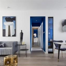 一个克莱因蓝的走道成就了全屋最大的亮点——客餐厅图片