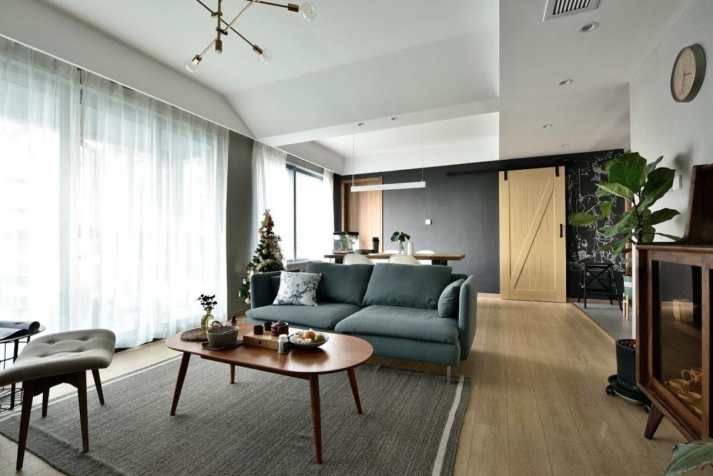 这个阳台太强大,兼顾养花、撸猫、荡秋千~客厅北欧极简客厅设计图片赏析