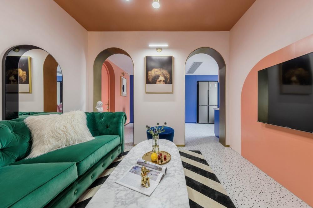 老破小变身时髦公寓,最「好色」屋主的家客厅潮流混搭客厅设计图片赏析