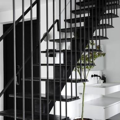 层叠光谱 镂空钢结构楼梯重塑光源——楼梯图片