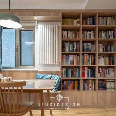 他们的家竟然有一座图书馆