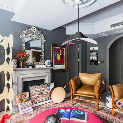 满满艺术复古风,她的家装扮得戏剧感十足!