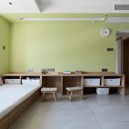 没有沙发的客厅成为家庭中快乐亲子互动空间_1593832280_4193093