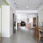 没有沙发的客厅成为家庭中快乐亲子互动空间_1593832287_4193102