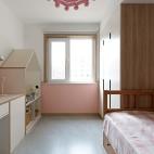 没有沙发的客厅成为家庭中快乐亲子互动空间_1593832748_4193112