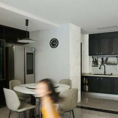 黑色厨房改造是亮点 ,小餐厅变大圆桌_1594102949_4195609