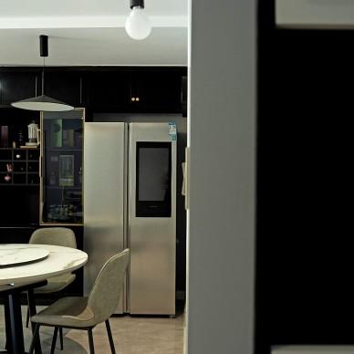 黑色厨房改造是亮点 ,小餐厅变大圆桌_1594102961_4195621