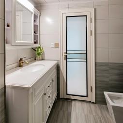 卫生间浅灰色墙砖图片