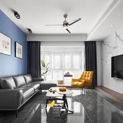 光线满分,蓝色墙+开放式厨房好看又好用