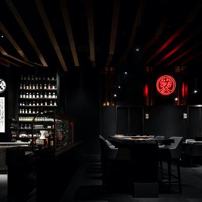 """埂上设计丨一间赋有仪式感的""""黑金餐厅"""""""